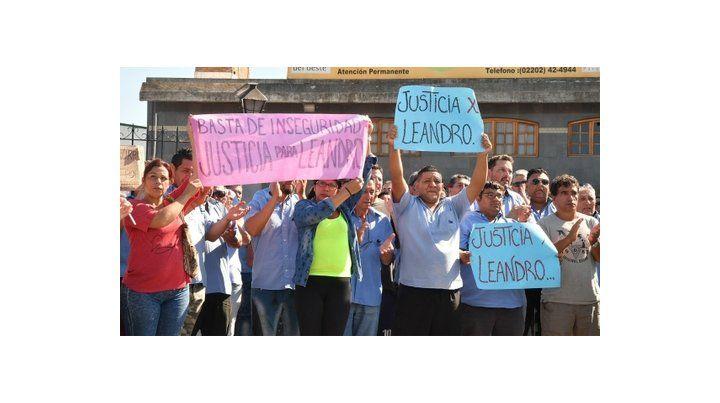 protesta. Familiares y compañeros de Leandro Alcaraz marchan para pedir justicia por el crimen del chofer.