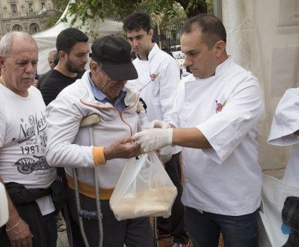 panazo. Panaderos bonaerenses repudiaron las subas regalando pan.