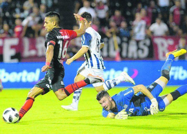 Con pelota. Víctor Figueroa recuperó protagonismo en el equipo en las últimas fechas.