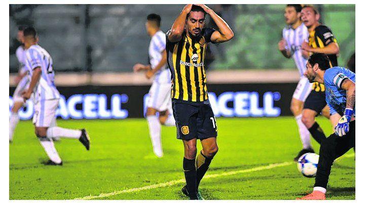 Mala pata. Camacho erró un penal en el último partido del canalla en Copa Argentina.
