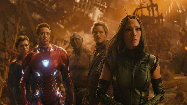 Mantis y Star Lord, al frente, junto a Iron Man y Spider-Man.