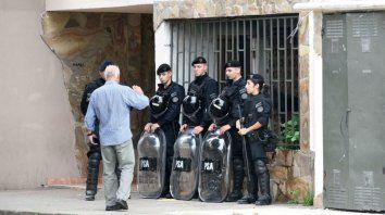 Los efectivos de la PSA, en el allanamiento en Rosario.