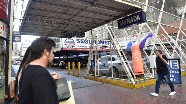 El frente por calle Corrientes al 800