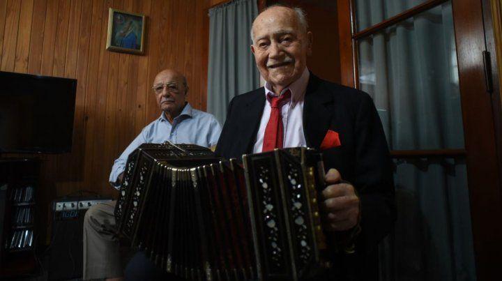 Un abuelo rosarino contó sus secretos para llegar a los 100 años