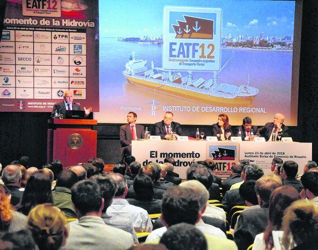 obras. En el encuentro celebrado en la Bolsa de Comercio se debatió sobre las necesidades de desarrollar la hidrovía.