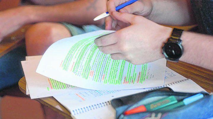 La iniciativa oficial vulnera criterios de confidencialidad y lleva a la estigmatización de los estudiantes