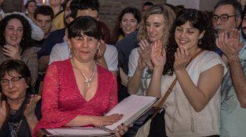 Rocío Muñoz Vergara durante la presentación de su último libro, rodeada del afecto y la admiración del público.