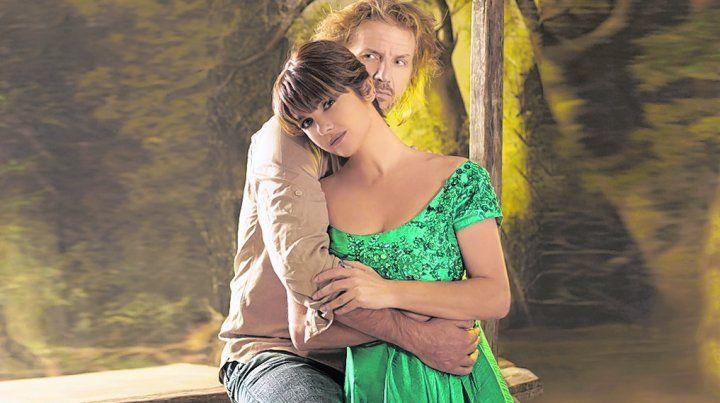 enamorados. Los actores dan vida a los personajes que interpretaron Meryl Streep y Clint Eastwood en la película de 1995.