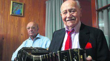 pasión. Don Guillermo y el bandoneón, tan unidos como siempre.