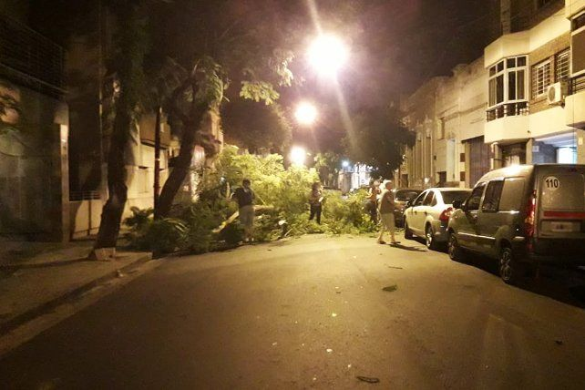 Cortado. Calle Montevideo entre Buenos Aires y Juan Manuel de Rosas