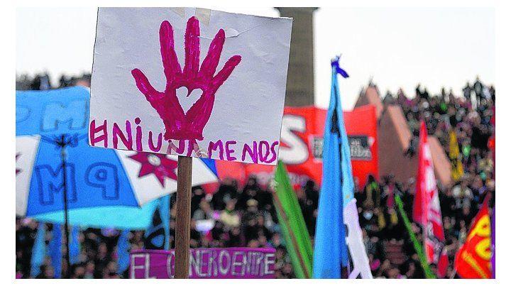 a favor de las mujeres. Una manifestación contra las muertes.