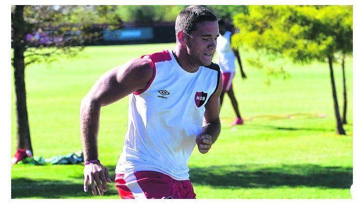 Espera su chance. Alexis Rodríguez podría ser titular mañana ante el rojo.