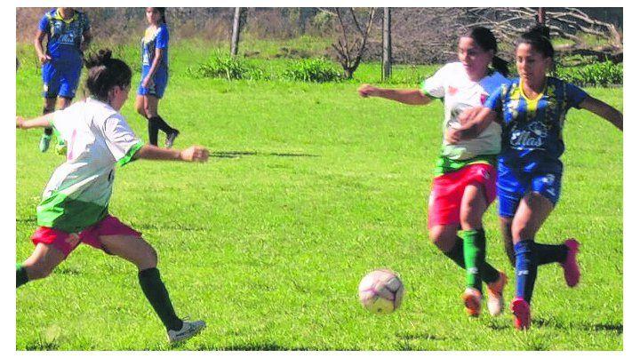 En acción. En la primera fecha Rosario Central venció a Coronel Aguirre por 2 a 1.