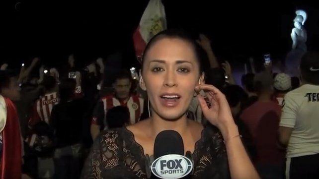 Una periodista fue acosada en vivo durante el festejo de Las Chivas