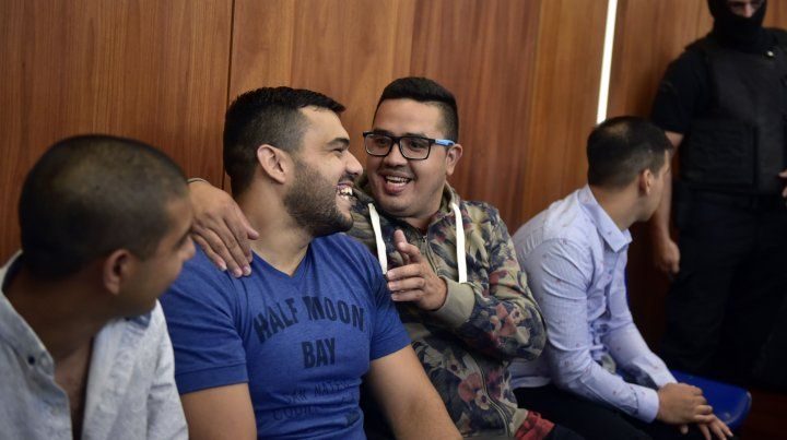 Guille Cantero sonríe durante el juicio a la banda de Los Monos.