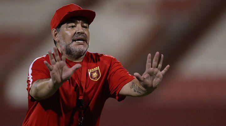 Al Fujairah de Maradona empató por un error del arquero y se quedó sin ascenso.