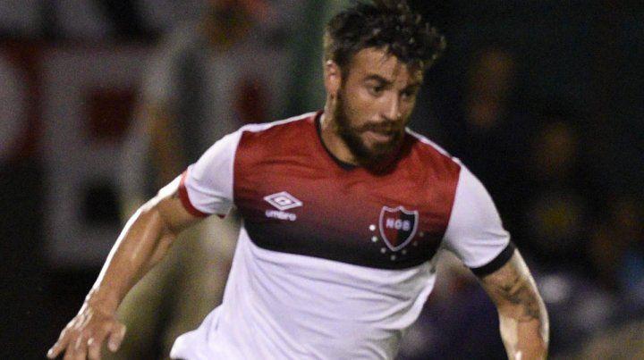 Caliente. San Román expresó su bronca por la derrota leprosa ante Independiente.