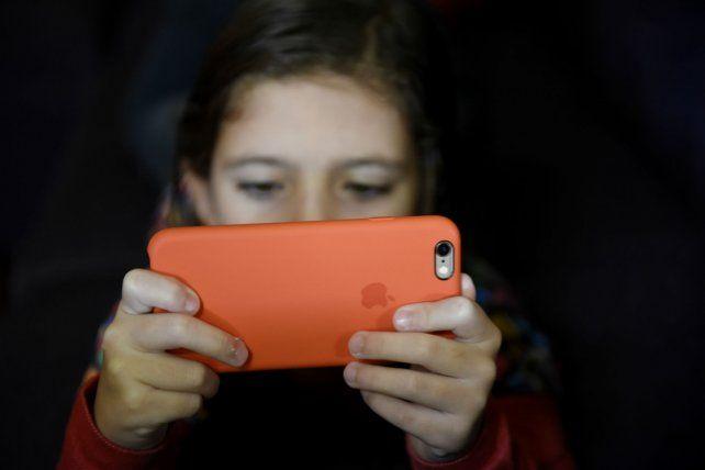 La utilización excesiva de pantallas no está exenta de riesgos.