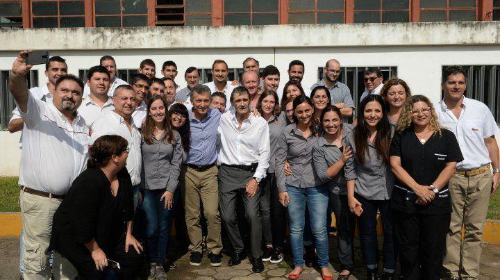 Juntos. Macri con Castellani y los empleados