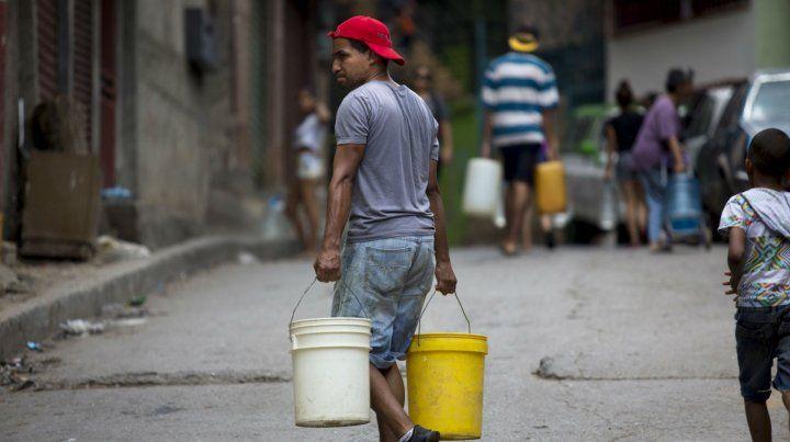 Falta de todo. A la escasez de alimentos y medicinas se suma el agua.
