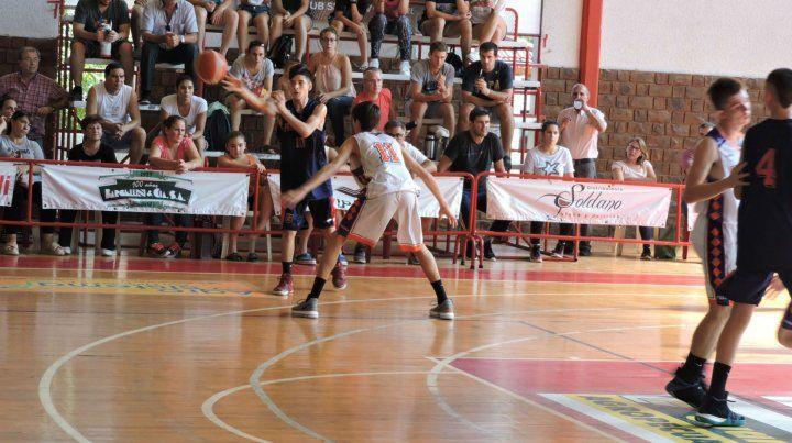 Una de las figuras del equipo. Yago Taylor anotó 21 puntos en la tercera victoria consecutiva de Rosario en el Provincial Sub 15.