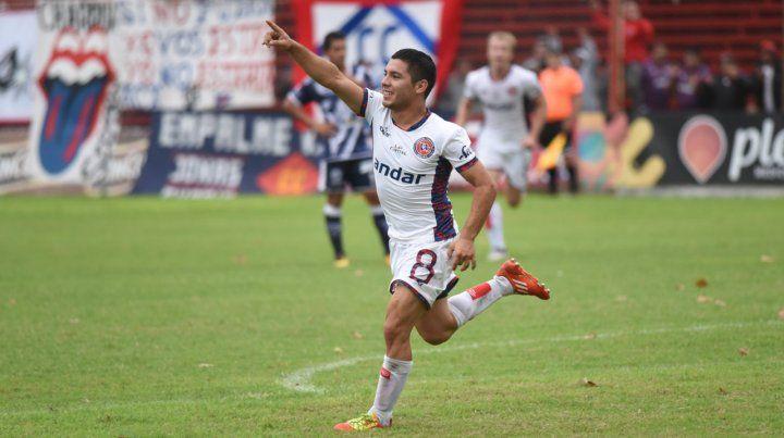 Juan Fernández celebra el primer gol.