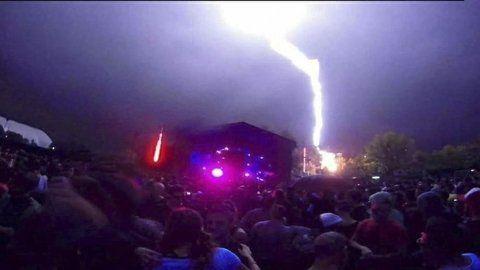 vivir para contarla. El rayo cayó en la madrugada de ayer durante la fiesta electrónica en Buenos Aires.