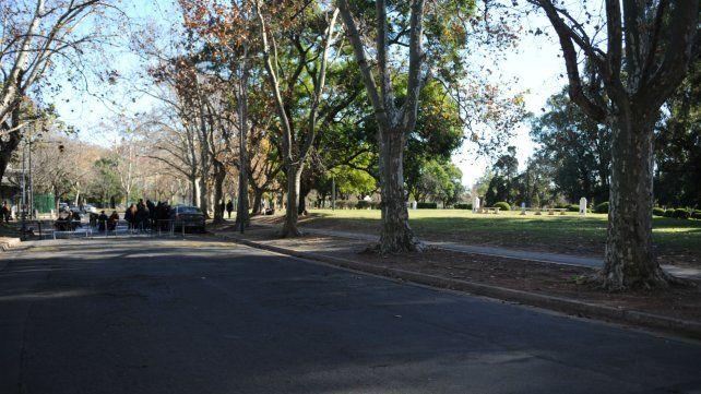 La zona del parque Alem donde se produjo la detención de los tres sospechosos.