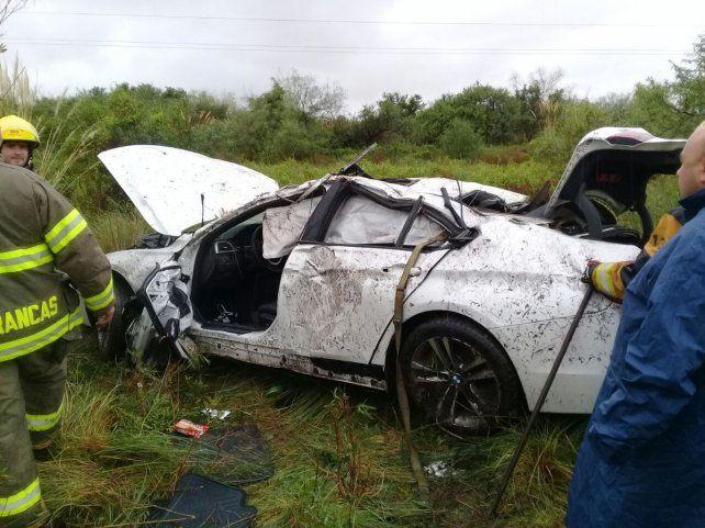 El BMW blanco se despistó y una persona oriunda de Sunchales falleció. (Foto: @jufarusf)