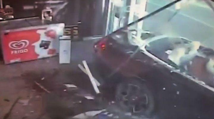 Un video muestra cómo millonario destroza su costoso Rolls Royce