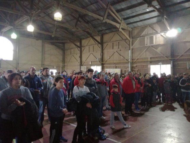 solidaridad. Muchos vecinos se dieron cita en el Galpón del Pueblo para apoyar. Romero