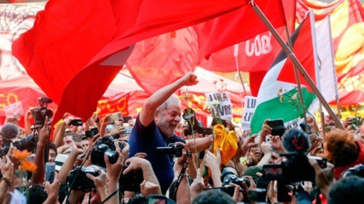 Respaldo. Lula en uno de sus últimos encuentros con simpatizantes antes de quedar detenido en Curitiba.