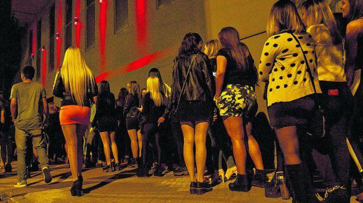 cambio de hábito. Muchos jóvenes siguen la noche rosarina en algún boliche del área metropolitana.