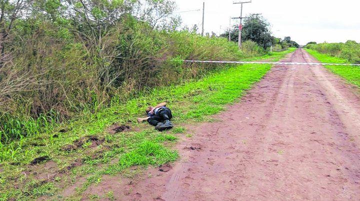 abandonado. El cuerpo de Spina quedó sobre un costado del camino rural y junto a él tres vainas servidas.