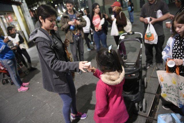 Córdoba y San Martín. Las recorridas de los voluntarios comenzaron hace un mes