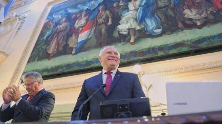 aplausos. Lifschitz leyó un discurso de casi una hora ante legisladores de todo el espectro político santafesino.