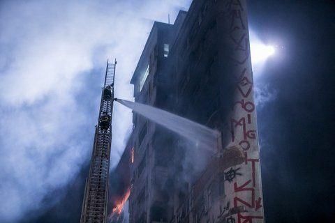 fuego en la torre. La víctima fatal era un ocupante ilegal.