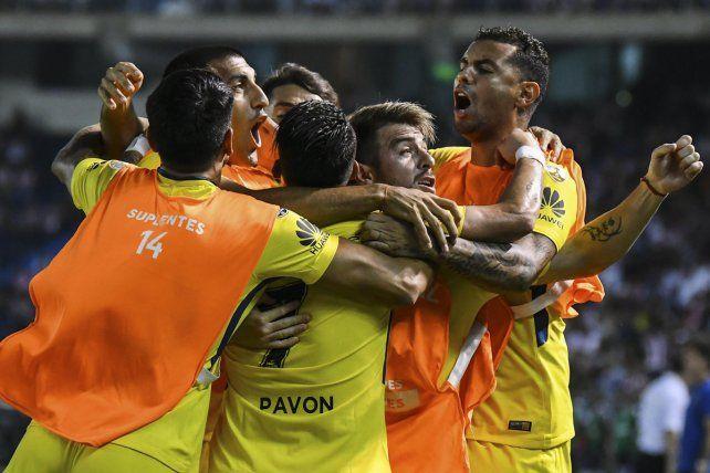 Grito de gol. El festejo xeneize tras el gol de empate en Barranquilla.
