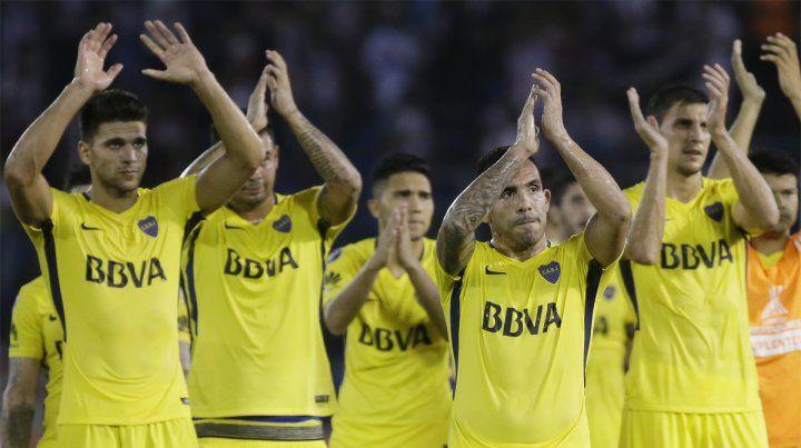 Empate en Barranquilla. El saludo de los jugadores de Boca luego del 1-1 ante Junior.