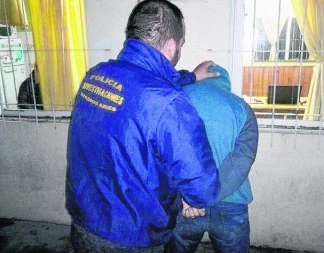adentro. Uno de los jóvenes fue detenido tras varios allanamientos.
