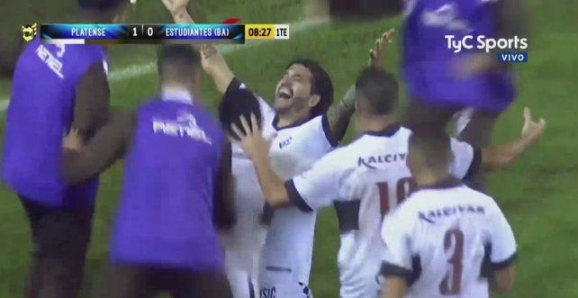 Gol inolvidable. Vizcarra anotó el tanto definitivo para el ascenso de Platense a la B Nacional.