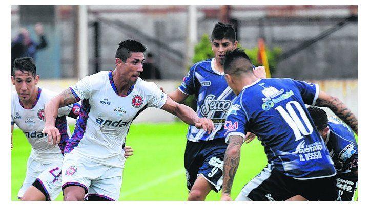 Doblete . Cristian Yassogna se hizo presente con dos tantos en la cancha de Laferrere .