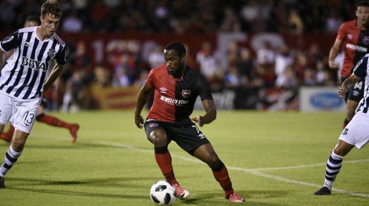Carta de gol. Luis Leal es el artillero leproso con siete conquistas en la Superliga.