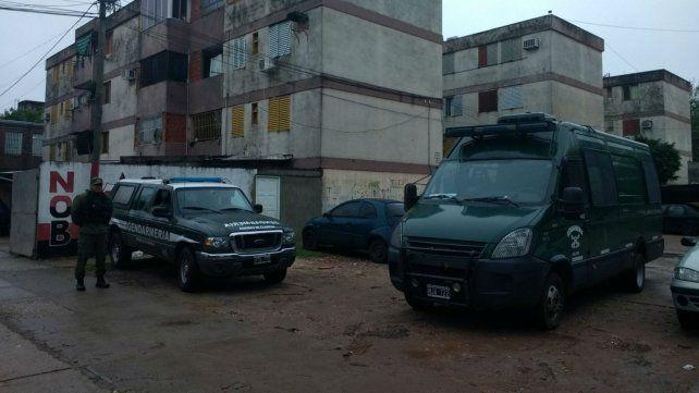 Efectivos de Gendarmería en uno de los sitios allanados esta mañana.