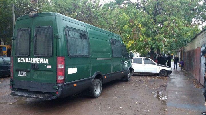 Efectivos de Gendarmería en uno de los puntos de la ciudad donde se hicieron allanamientos.