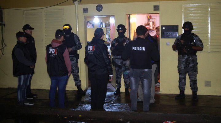 Amplio operativo con más de 30 allanamientos por choques entre bandas narco