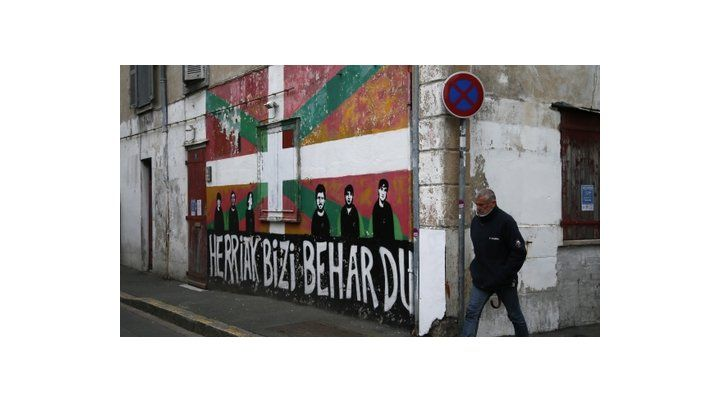 Desmantelamiento. Un graffiti del grupo armado vasco que ayer anunció su disolución