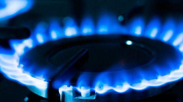 Proponen alternativas para bajar el costo de luz y gas