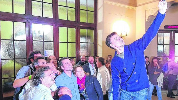 Podio. Guillermo Coria saca la selfie de la victoria. En medio del grupo