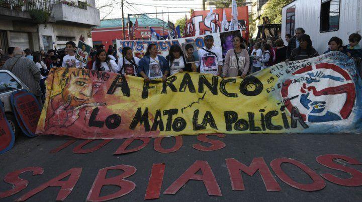 Pedido de justicia. En las marchas por la muerte de Casco siempre se atribuyó responsabilidad a la policía.